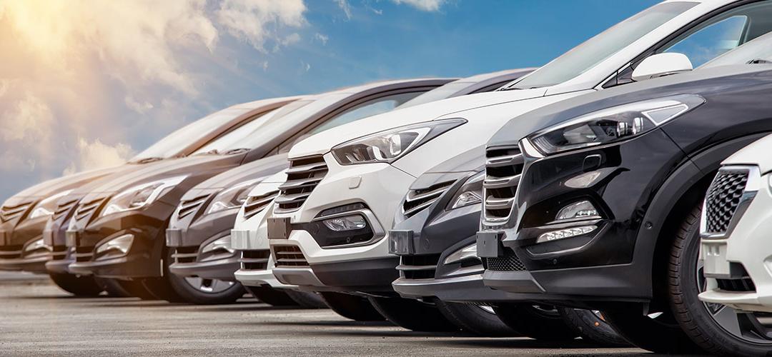 Por qué comprar un automóvil usado en un concesionario